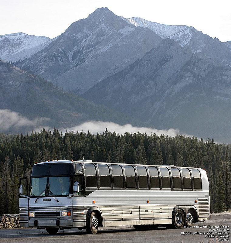 Blue and White Bus and Coach - Nostalgia Tours - Barraclou.com