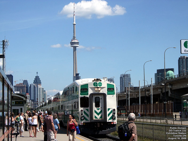 how to go to cn tower by subway